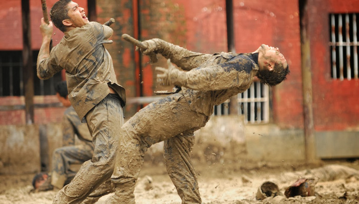 The-Raid-2-Berandal-fight-at-mud.jpg