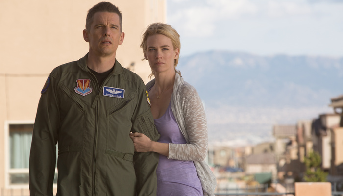good-kill-ethan-hawke-january-jones.jpg