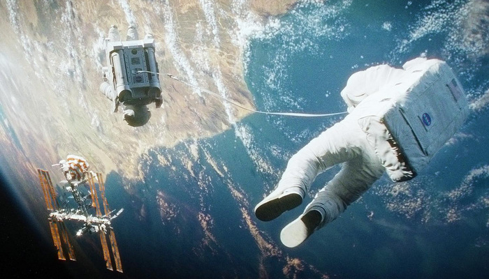 gravity-movie-review-space-2.jpg